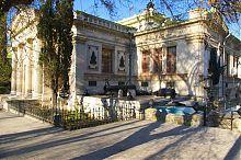 Юго-западный угол здания музея Черноморского флота России Севастополя