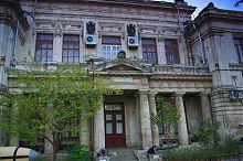Дворовой фасад здания музея Черноморского флота России в Севастополе