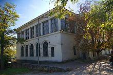 Северо-восточный фасад библиотеки им. Л.Н. Толстого в Севастополе