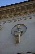 Бюст Гоголя здания севастопольской библиотеки им. Л.Н. Толстого