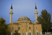 Южный фасад евпаторийской  мечети Джума Джами