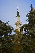 Западный минарет мечети Джума Джами в Евпатории