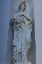 Одна из граций - украшение балаклавской дачи Мерецкой