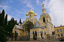 Західний фасад ялтинського собору Олександра Невського