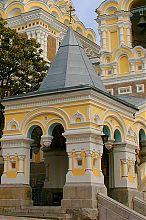 Резное крыльцо ялтинского собора Александра Невского