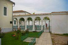 Ритуальный дворик комплекса караимских кенас в Евпатории