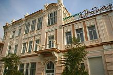"""Западный фасад отеля """"Бо-Риваж"""" в Евпатории"""