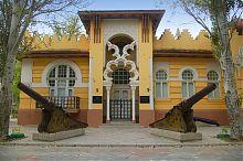 Центральный вход краеведческого музея Евпатории