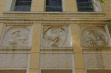 """Медальоны с морскими мотивами на евпаторийском здании бывшей дачи Б.И. Казаса """"Ривьера"""""""