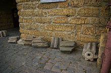 Архитектурные детали ворот дровяного базара Гезлева в современной Евпатории
