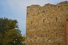 Глухая стена с амбразурами главных ворот Гезлева (Евпатория)