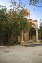 Центральний вхід вірменського храму святого Миколая Євпаторії