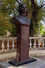 Бюст Н.В. Гоголя у одноименного евпаторийского сквера