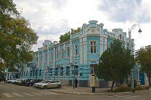 Західний фасад колишнього прибуткового будинку П.Е. Давидова у Євпаторії