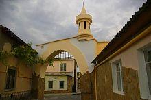 Арка на евпаторийской Караимской улице