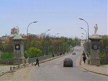 Въезд на Новоплановский мост со стороны нового города в Каменец-Подольском