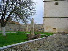 Жертвенники и каменные идолы исторического музея в Каменце