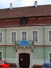 Центральный (западный) вход старого здания Духовной семинарии в Каменце