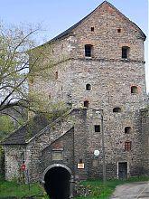 Южный фасад башни Стефана Батория в северной части Каменецкого плато
