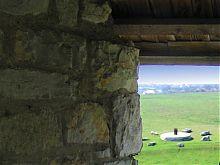Пам'ятник семи культур біля стін стародавньої фортеці в Кам'янці-Подільському