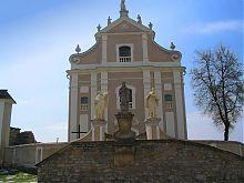Центральний фасад колишнього Тринітарського костелу Кам'янець-Подільського