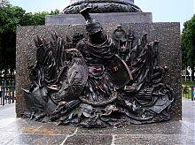 Бронзовий елемент монумента Слави у Корпусному саду Полтави