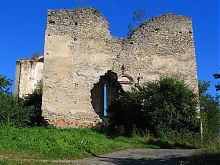 Руїни притвору колишнього Святотроїцького домініканського костелу Меджибожа