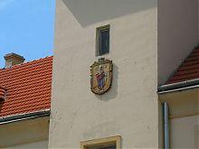 Изображение покровителя Жолквы Иоанна Богослова на фасаде ратуши