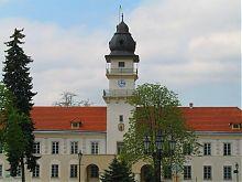 Центральна вежа з годинником ратуші у Жовкві