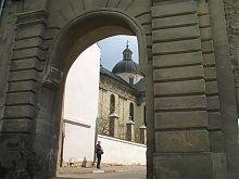 Западный фасад Краковских ворот Жолквы