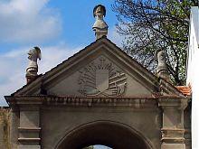 Фронтон восточного фасада жолкевских Глинских ворот