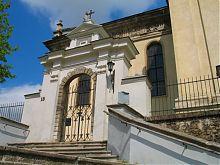 Південний фасад костелу св. Лаврентія у Жовкві