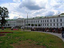 Здание Губернских присутственных мест в Корпусном саду Полтавы