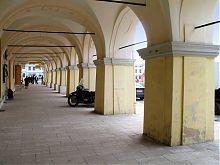 Галерея-аркада торговых рядов Жолквы