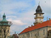 Южный фасад жолкевской башни-колокольни костела св. Лаврентия