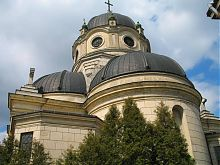 Полукруглая апсида костела Святой Троицы в Жолкве