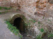 Вход в подземные сооружения укреплений жолкевской крепости