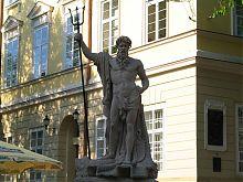 Статуя древнегреческого бога морей Нептуна на львовской площади Рынок