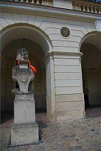 Символ города лев перед Львовской ратушей