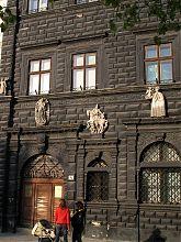 Черная каменица центральной площади Львова