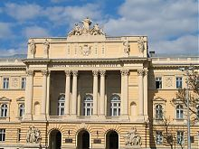 Національного університет у Львові (головний адміністративний корпус)