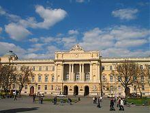Центральний фасад національного університету у Львові