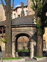 Ротонда над криницею львівського Бернардинського монастиря