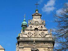 Фронтон костелу святого Андрія колишнього Бернардинського монастиря Львова