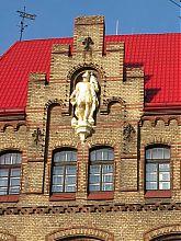 Фигура святого Флориана на фасаде пожарной части Львова