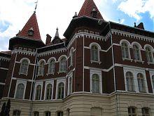 Здание школы №55 по улице Степана Бандеры Львова