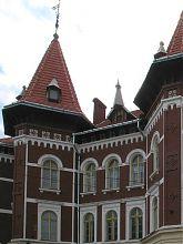 Центральный фасад львовской школы №55
