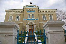 Центральний фасад будівлі фонду князя Острозького у Тернополі