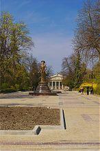 Тернопільський бульвар Шевченка з пам'ятником Соломії Крушельницькій