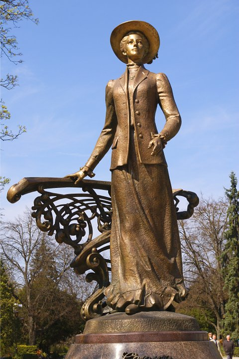 Картинки по запросу соломія крушельницька памятник в тернополі